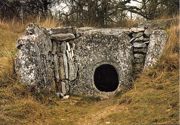 "The forecourt & ""manhole"" of an allée couverte megalithic tomb"